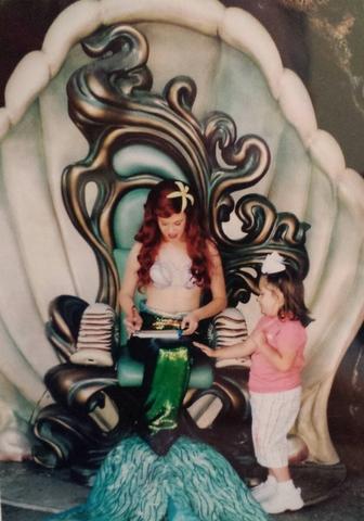 Riajé a Disneyland el doce de abril, dos mil quatro.