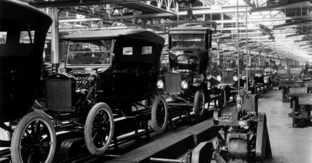 Línea de ensamblaje de automóviles Ford