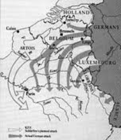 Moltke orders the Schlieffen plan to proceed