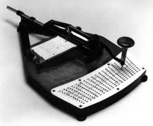 Tarjetas con perforaciones son utilizadas para programar máquinas