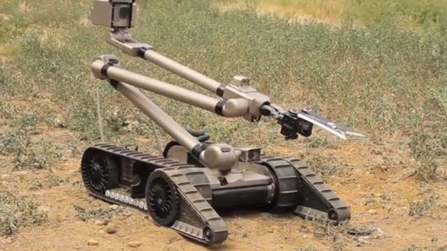 robot busca en escombros