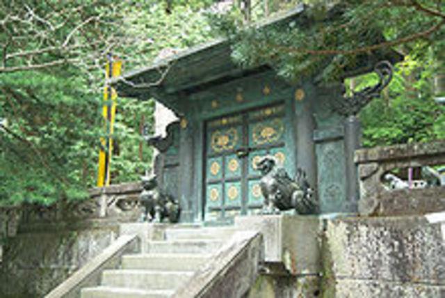 Tokugawa Ieyasu dies.
