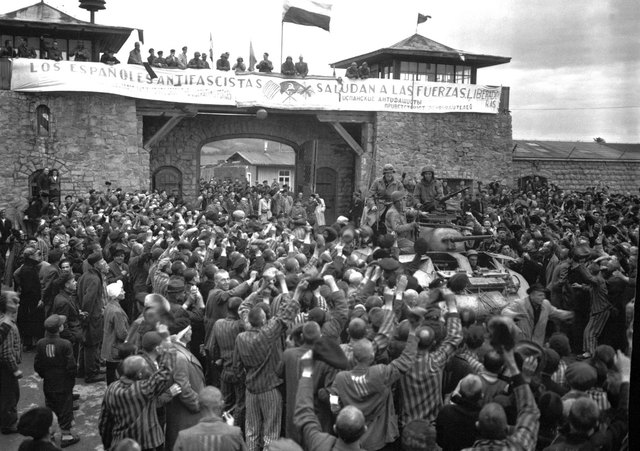 Se crean los campos de concentración