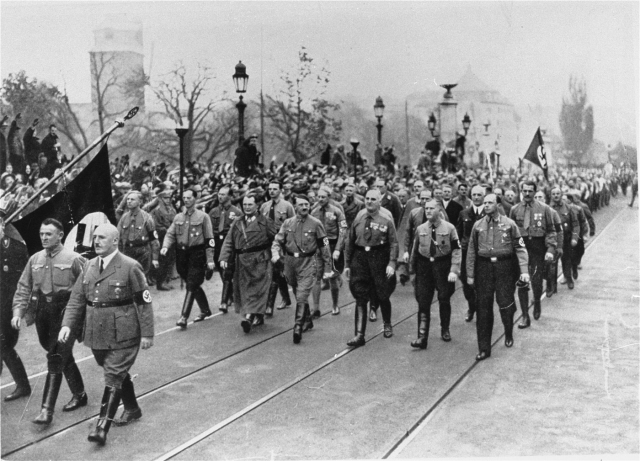 Hitlers march with 2000 Nazis