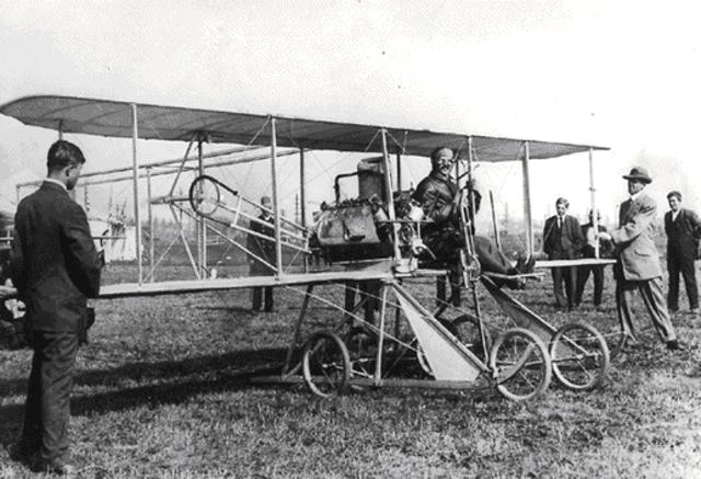Primer vuelo a motor por los hermanos Wright