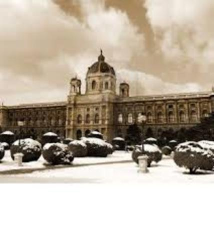 Hitler moves to Vienna to attend Vienna Academy of Art