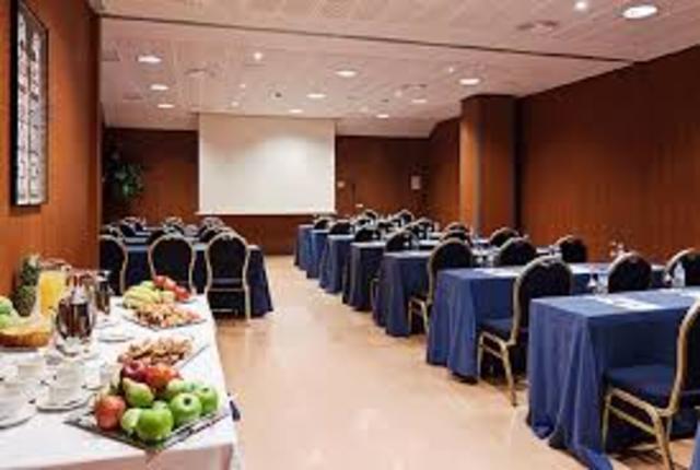 Implementación de hoteles con salones de convenciones.