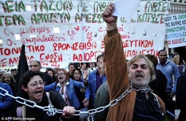"""Grécia: """"Deus-Mercado"""" teme calote e age rapidamente"""