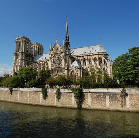 Arquitectura: se inicia la construcción de Notre Dâme