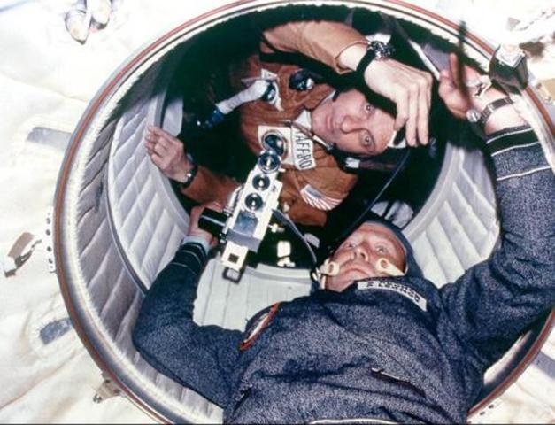 Appolo-Soyouz : une poignée de main dans l'espace