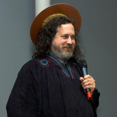 Stallman Crea la Free Software Foundation