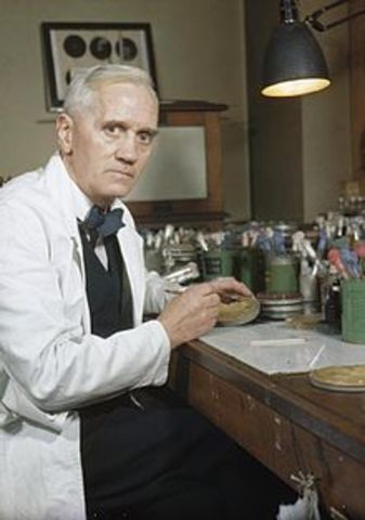 Alexander Fleming descubre la penicilina.