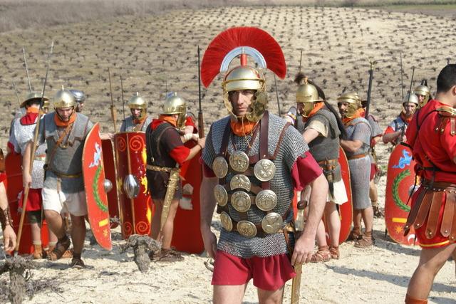200 A.C.- 400 D.C. ROMANOS  desarrollaron sistemas de fabricacion
