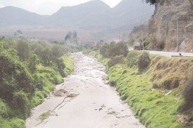 El consejo municipal acuerda contratar proyector y alternativas para resolver el problema de agua de la ciudad.
