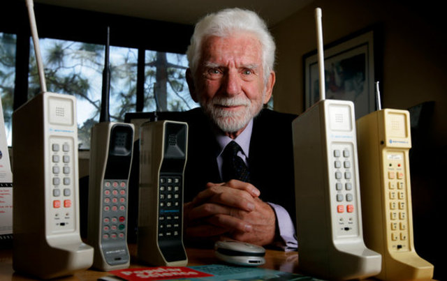 Marty Cooper makes the first mobile phone call