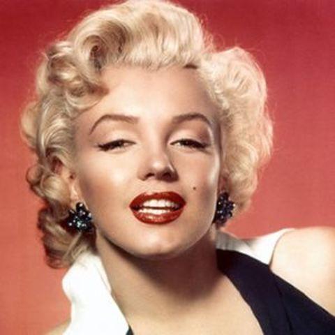 Marilyn Monroe dies