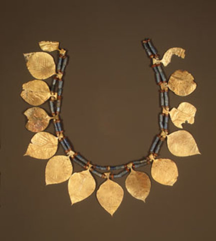 Headdress with leaf–shaped ornaments