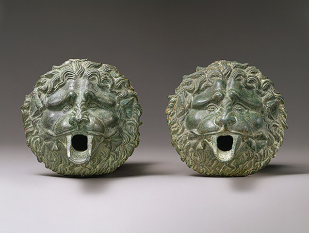 Water spouts in the form of a lion mask