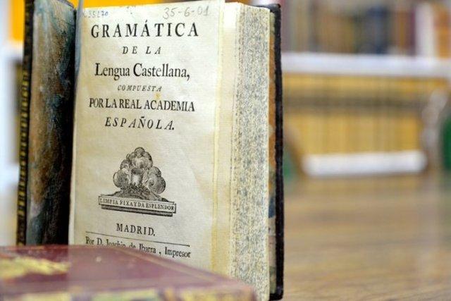 RAE publica primera edición de la Gramática