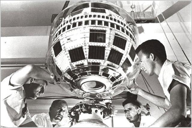 Primer satélite comercial de comunicaciones entre EEUU y Europa