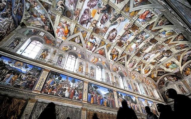 Michaelangelo begins painting Sistene Chapel