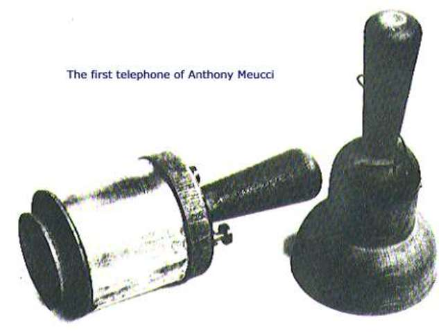 Antonio Meucci inventa el teléfono.