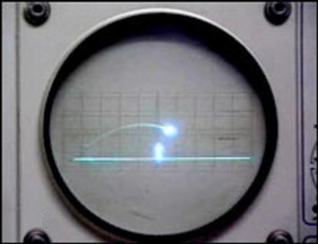 Thomas T. Goldsmith Jr. y Estle Ray Mann patentaron su Dispositivo de Entretenimiento en Tubo de Rayos Catódicos, el cual puede ser considerado como el primer videojuego de la historia.