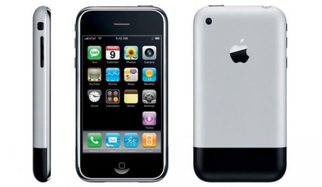 Steve Jobs announces the iPhone