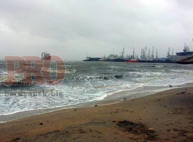На мель в районе первого пляжа село рыболовецкой судно «Граф Воронцов»