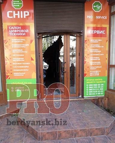 за ночь в Бердянске обокрали два магазина