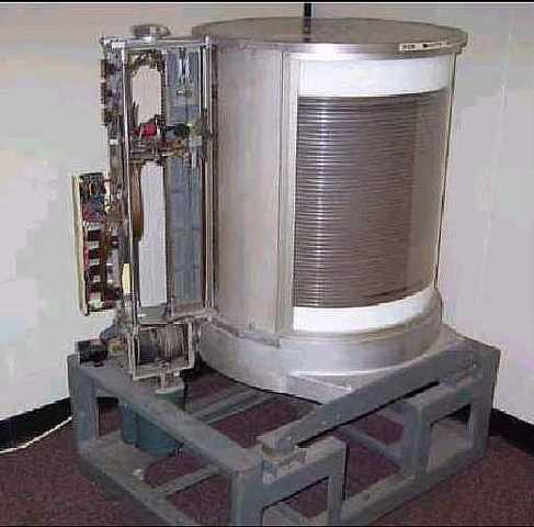 El disco duro y transistores de UNIVAC.