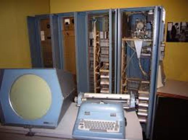 Primer computadora de teclado y monitor