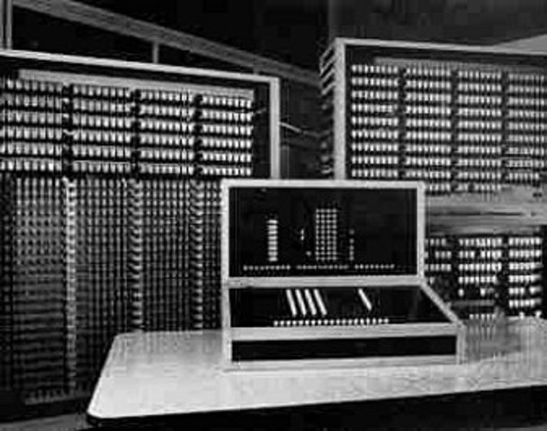 PRIMER COMPUTADOR ELECTROMAGNETICO