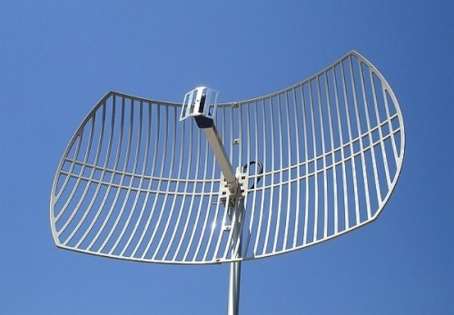 Instalación de Antena en Estación Repetidora Cortes