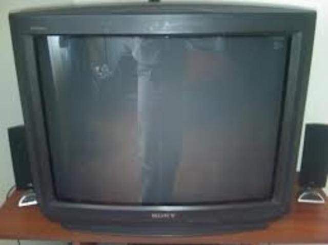 TELEVISIÓN CON MANDO A DISTANCIA.