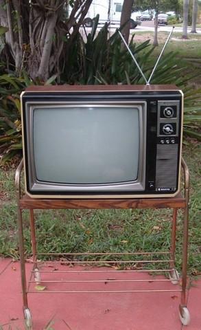 TV Sanyo, el color trae la revolución.