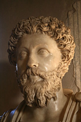 Марк Аврелий празднует победу над варварами.