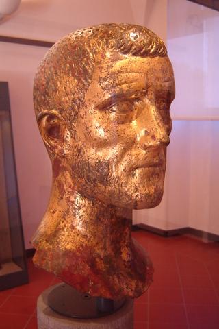 Клавдий II Готский побеждает готов близ Наиссуса.