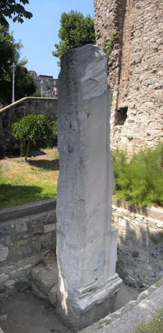 Перенос центра Римской империи в Византий.