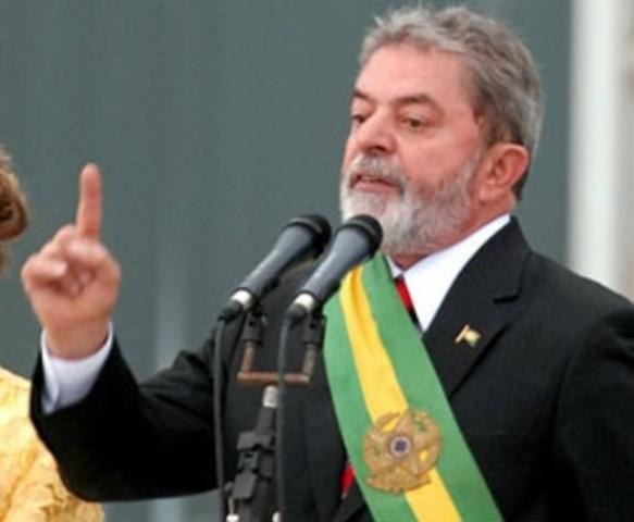 Lula vence eleição para presidente.