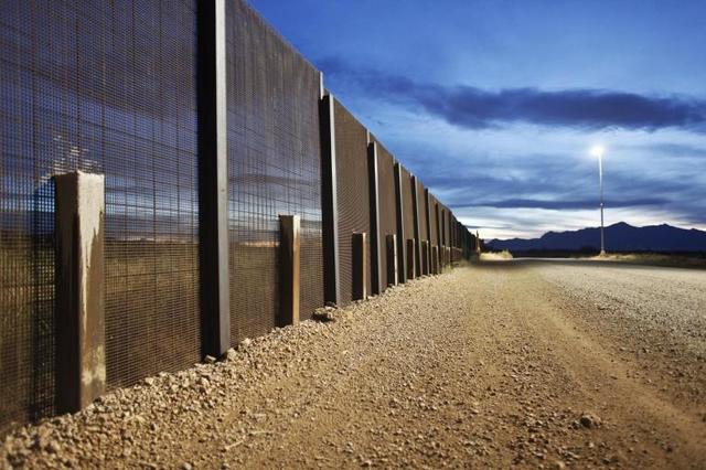 ¿Cuánto tiempo hace que la policia fronteriza encontró 97 muertos en la frontera de México y los Estados Unidos?