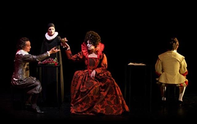 Criação de espectáculos como Dramaturga, Dramatologista, Co-autora ou encenadora