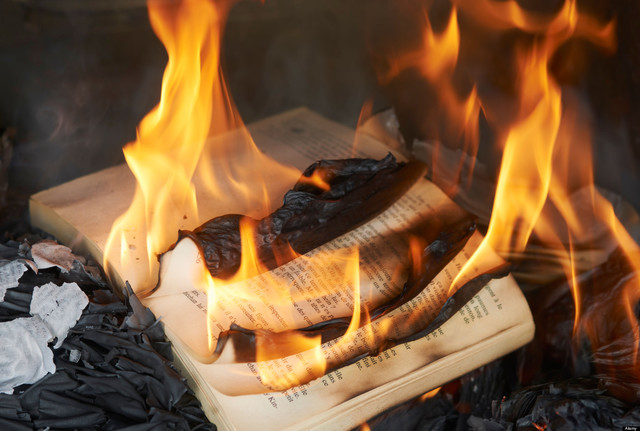 Montag is burning books