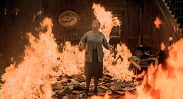 Woman refuses to leave burning house, Montag steals book