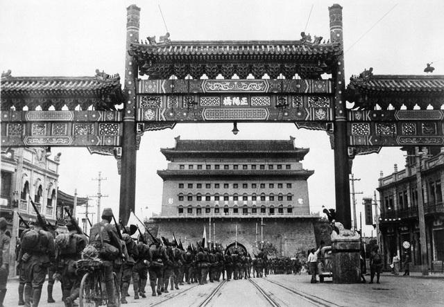 Pekin felll to KMT troops