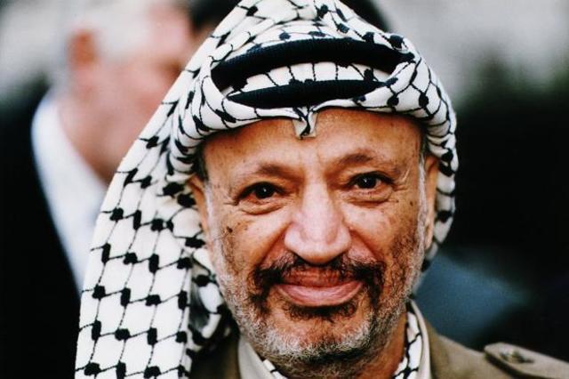 Yassir Arafat overtager kontrollen i PLO