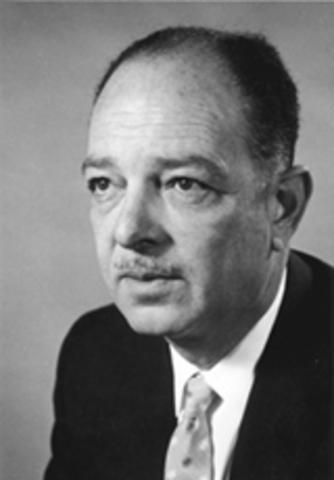 Harry Hammond Hess plantea su teoría de la expansión del fondo oceánico