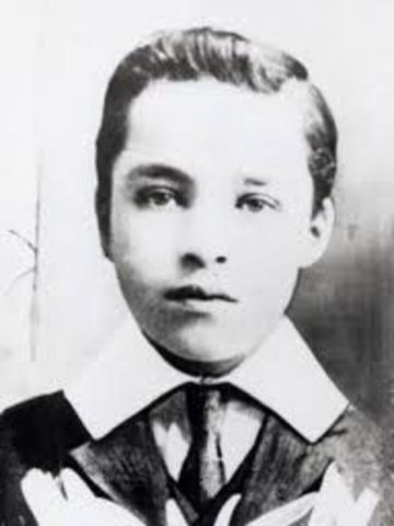 Charlie Chaplin is Born