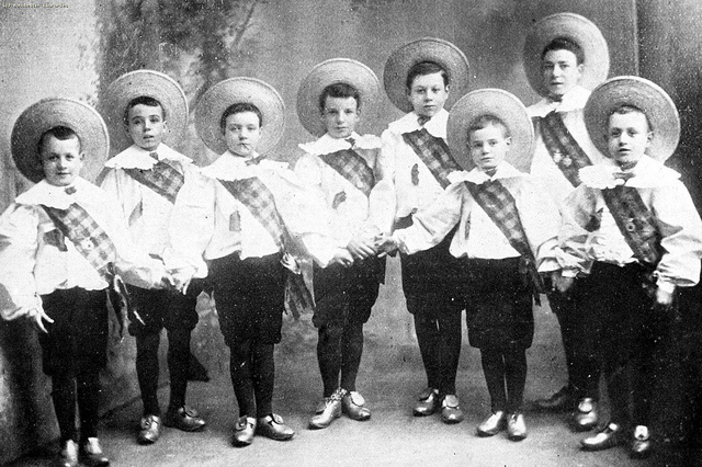 Chaplin Joins The Eight Lancashire Lads