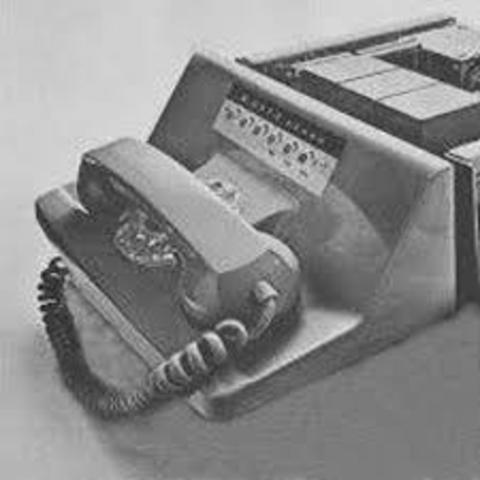 O primeiro modem comercial com uma velocidade de 300 Baud